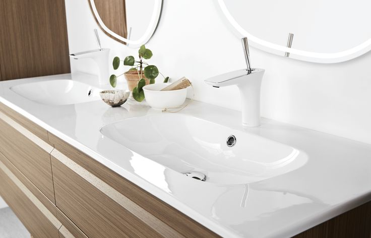 For those who love to spread out! Dansani Kantate porcelain twin basin 160 cm is the perfece solution for two.