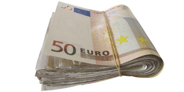 Elle trouve 2430€ dans la rue et les ramène au commissariat - http://www.le-lorrain.fr/blog/2017/01/04/trouve-2430e-rue-ramene-commissariat/