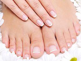Si quieres tener una manicura y pedicura perfecta ,sigue mis consejos  Primero hazte un massage relagante con piedras y toallas calientes