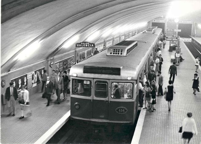 Un libro rescata imágenes inéditas de los primeros metros de Barcelona