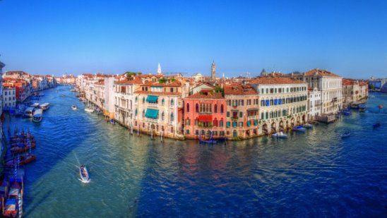 """Отправившись в Венецию, сначала посетите Гранд-канал. Это крупнейший и известнейший канал в Венеции. Он """"пронзает"""" весь город. Гранд-Канал берет свое начало возле железнодорожного вокзала и изгибаясь проходит через весь город, заканчиваясь возле местной таможенной службы   #Spectrum #Спектрум #путешествие #туризм #венеция #travel #photooftheday #travel #traveling #holiday #vacation #travelling #tourist"""