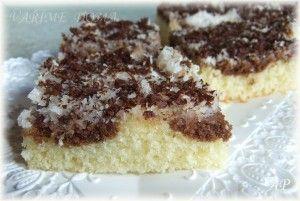 Hrnečkové kokosové řezy(hrnek 250 ml) 1 hrnek mléka ½ hrnku oleje 2 vejce 2 hrnky polohrubé mouky 1 prášek do pečiva ½ hrnku cukru krystalu ½ hrnku bílého jogurtu 1 vanilínový cukr 2 lžíce kakaa  1 hrnek kokosu + ½ hrnku moučkového cukru  1 hrnek smetany ke šlehání Kousek hořké čokolády