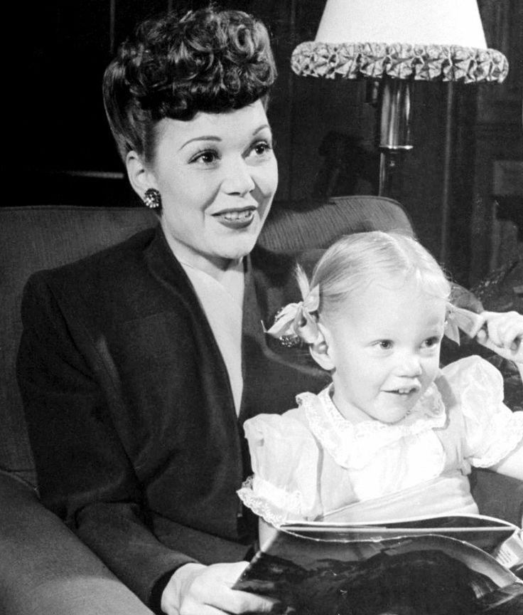 Jane Wyman with three-year-old Maureen Reagan (1944)