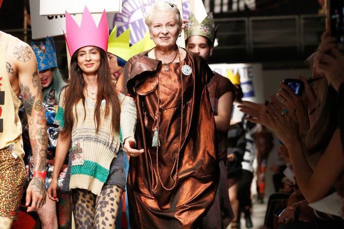 """Vivienne Westwood: moda sustentável. """"Não comprem nada""""."""