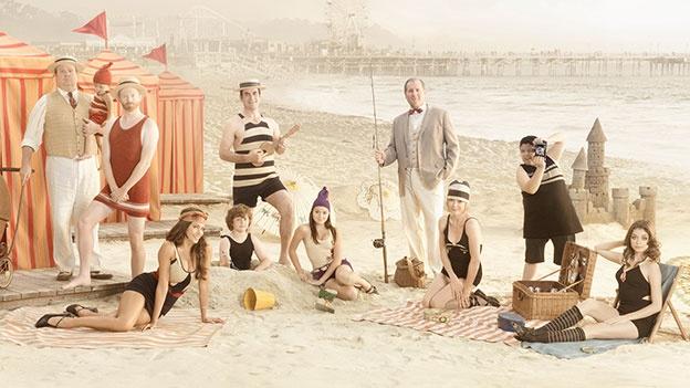 Modern Family..Hilarious !! Favorite Tv, Modern Families, Modernfamily, Seasons, Movie, Modern Family, Families Photos, Beach, Families Portraits