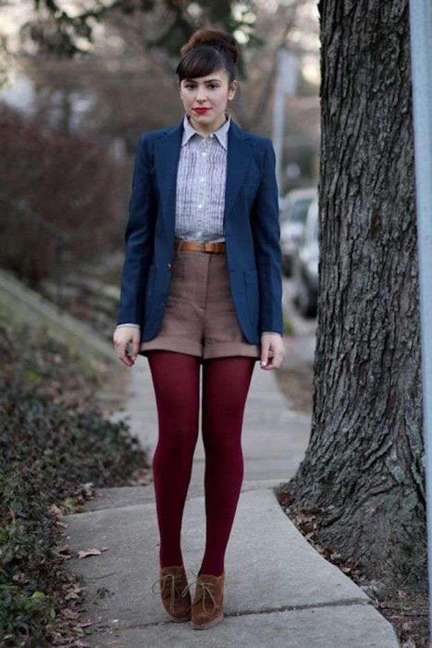 ab4fbfe223 Cómo llevar pantalones cortos en otoño invierno  fotos de los looks - Look  con pantalones cortos y medias colores