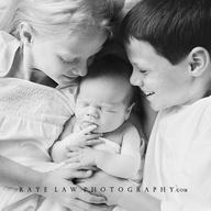 siblings with newborn
