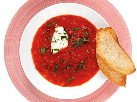 Tomatsoppa med pepparrotskräm