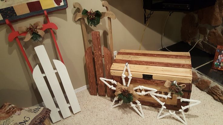 Rustic decor: Chest, Star, Snowflake, Sleighs