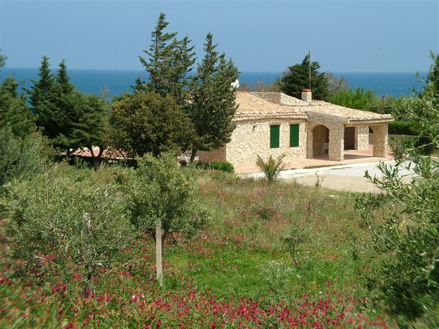 Villa mazzo di Sciacca 3: an delightful villa in an olive grove with private access to the sea. Privacy and relax for an exclusive holiday.