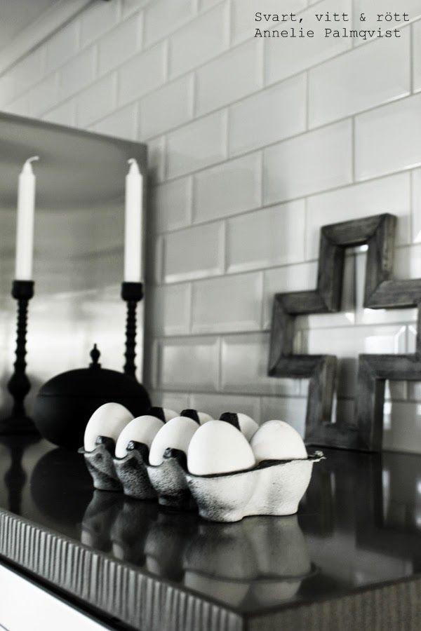 DIY; Påskpyssel. Jag målade på äggkartongen istället för äggen denna gång. Äggen fick förbli kritvita.