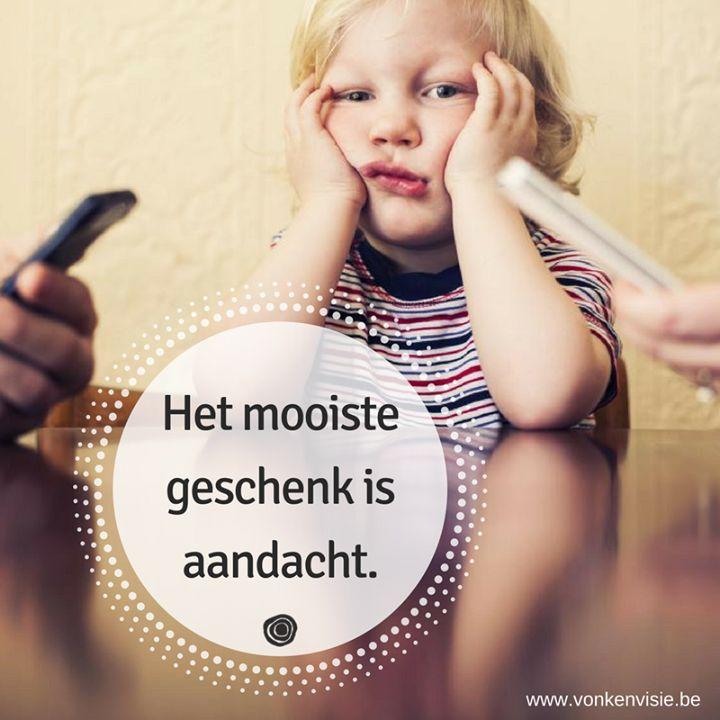 Kinderen van ouders die constant hun smartphone checken gaan zich onbelangrijk voelen. Dus... leg die gsm eens een keertje weg je lieverds zullen er zo blij om worden! En ze zijn onze onverdeelde aandacht zo ontzettend waard niet? <3