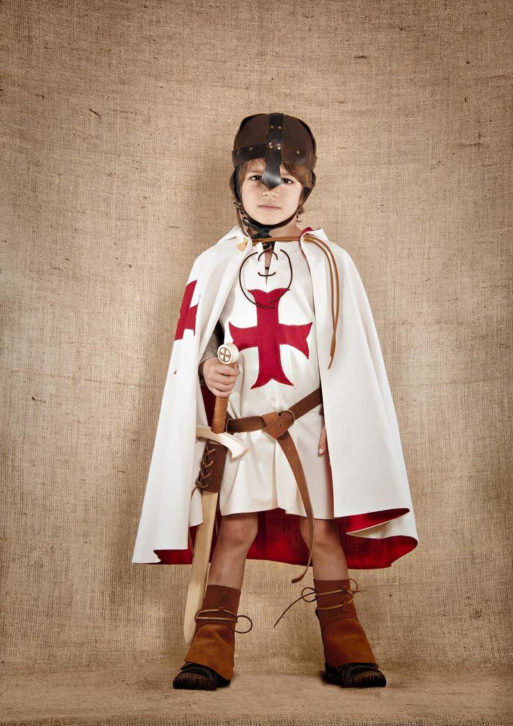 """7 et une Lieues vous invite à découvrir sa gamme de costumes """"prêts à transporter"""" vos enfants dans un monde de chevaliers et princesses, de pirates ou de mousquetaires..."""