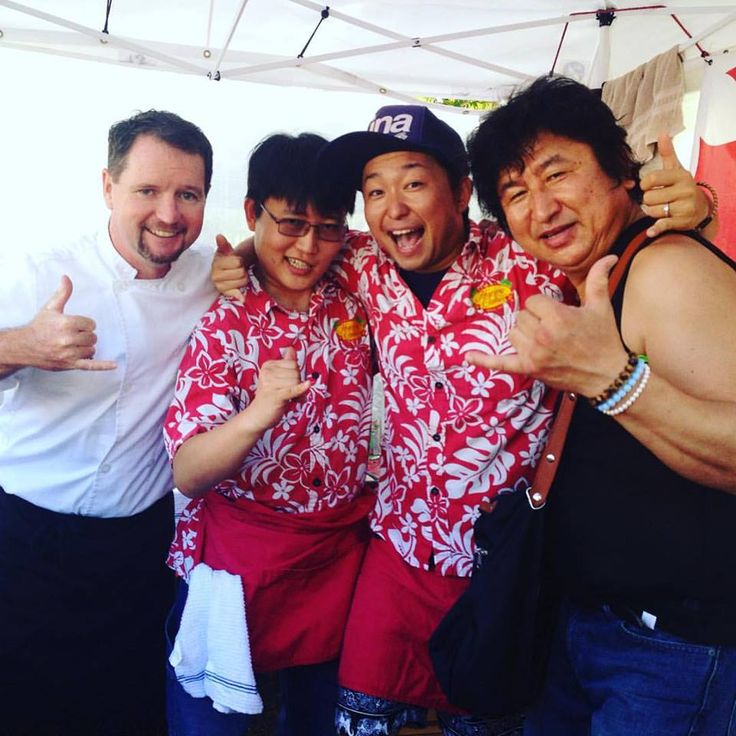 KCC Farmers Market was 'Old School' today with the old regulars David and Gen. Kazu-san with us is a huge Peaberry fan. He bought 10 bags of our 100% Kona Peaberry!!!!