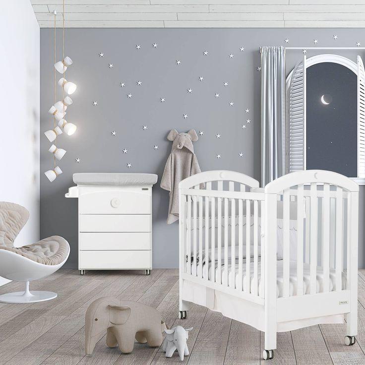 La Chambre bébé lit et commode White Moon Swarovski de #Micuna, tendance, design, fonctionnelle, cette collection est féerique et s'adresse aux futures parents.