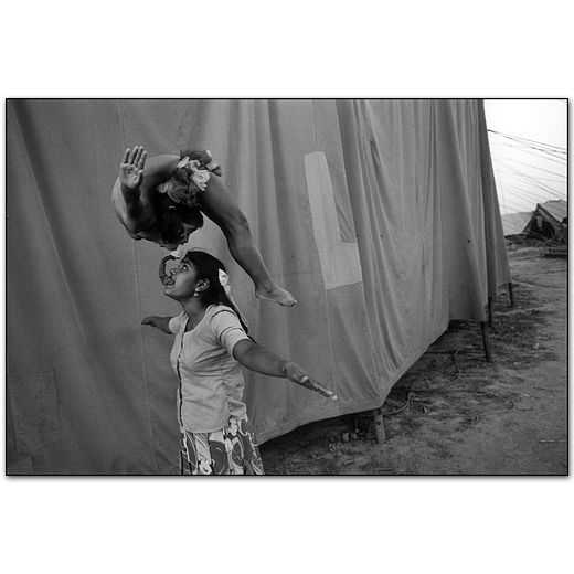 Mary Ellen Mark - Indian Circus -401T-157-017