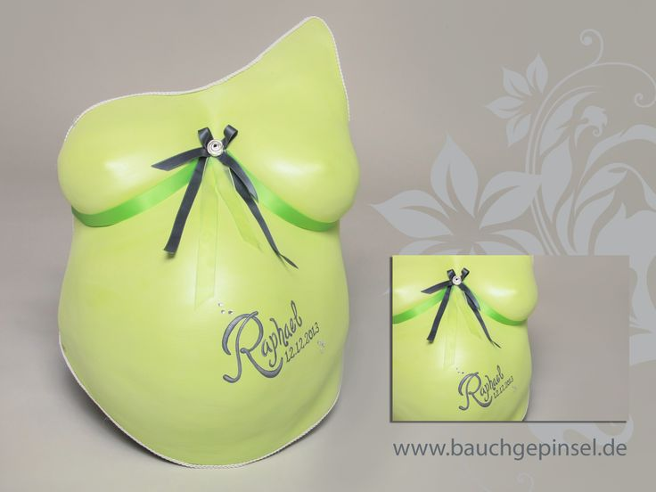 Belly cast in green with birth dates. www.bauchgepinsel.de