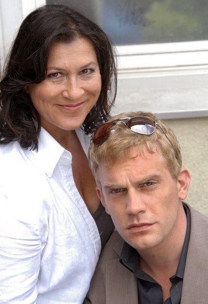 """Tatort-Kommissare: Kommissarin """"Klara Blum"""" (Eva Mattes) mit ihr Assistent """"Kai Perlmann"""" (Sebastian Bezzel) sind seit 2002 den Verbrechern in Konstanz und rund um den Bodensee auf der Spur."""