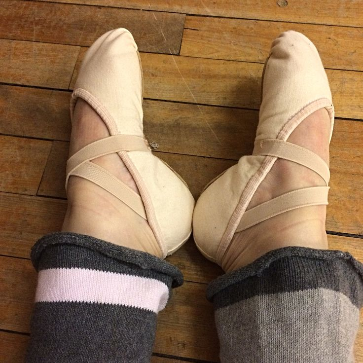 Wore the Grishkos that I sewed following the tip by @balletover40 to class tonight and they were great - so worth doing. I used my Polar M430 to track the class which was classed as very demanding with a suggested recovery time of 1 day 7 hours!! So it will be a light weight day tomorrow at the gym! #adultballet#balletclass#bboballet#grishko#balletflats#ballet#intermezzo#legwarmers#instaballet#training#polarflow#polarflowapp