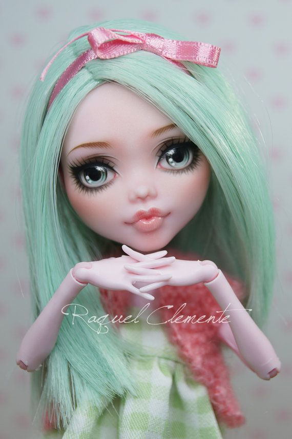 This listing is for a custom/repainted Draculaura doll. I have called her Menta.    This is the work I have done in her (her outfit can take off and put on the doll):    -Remove the factory makeup paint  -Repaint with acrylics, pastels, and watercolor pencils. -Sealed with Mr. Super Clear. The eyes and the mouth have a several gloss layers. -Remove her factory hair outside and inside the head. She wears a handmade glued wig. -Handmade dress and cardigan.    * Does not include stand and s...