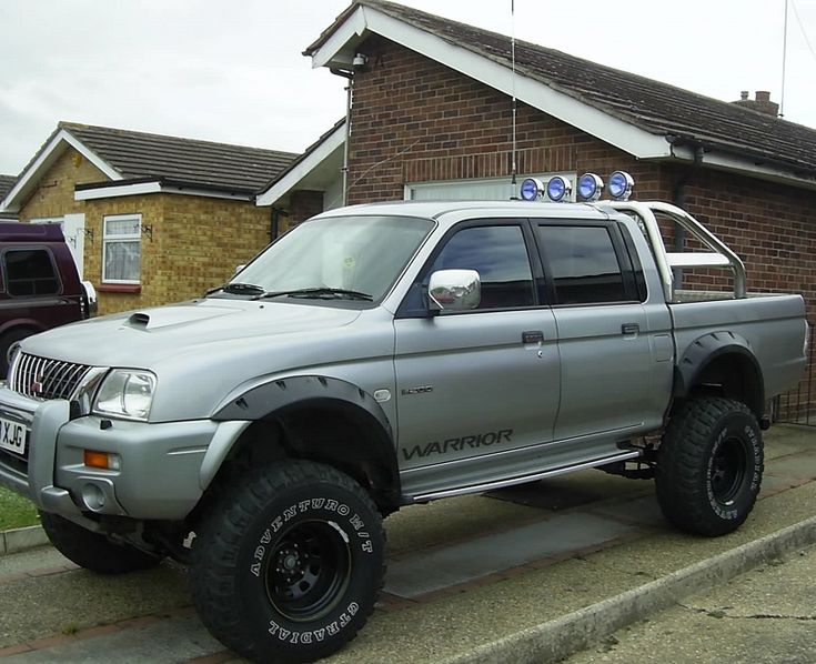L200 With Roof Spot Lights Mitsubishi Pickup Trucks