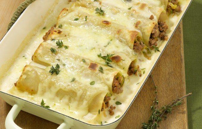 Canelloni mit Zucchini-Hack-Füllung - Die 10 besten Hackfleisch-Rezepte für jeden Tag - Zutaten für 4 Portionen: - 2 Knoblauchzehen - 2 kleine Zwiebeln - 1 Zucchini (250 g) - 500 g Rinderhack - 3 ½ EL Olivenöl - 1 ½ EL Tomatenmark - Salz -...