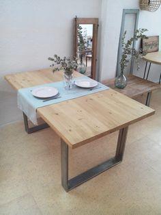 MESA DE COMEDOR INDUSTRIAL Mesa de comedor hecha con madera maciza y estructura…