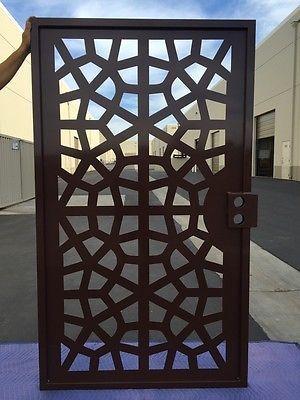 Puerta de metal contemporáneo caminar a través de acero peatonal Arte Jardín De Hierro Hecho en EE. UU.