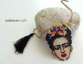 Frida kahlo kolye Miyuki delica cam boncuklarla peyote tekniğiyle yapılmıştır. Bronz zincir ve siyah püskül.... 357736
