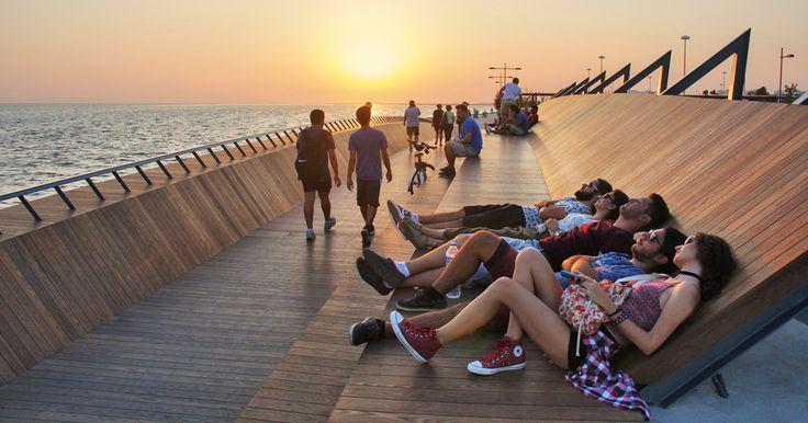 Bostanlı Footbridge in Turkey is designed for optimum sunset watching