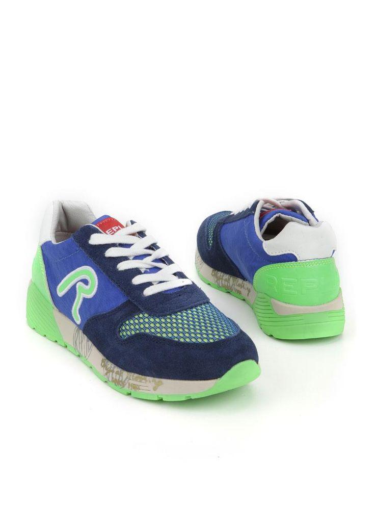 Replay York sneaker  Description: Replay York sneakers in het blauw. Deze jongensschoenen hebben een bovenwerk gemaakt van een combinatie van leer en textiel. De schoenen zijn voorzien van lime groene details.  Price: 55.99  Meer informatie