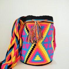 Sac wayuu uribia, fait entièrement à la main en colombie par les femmes amérindiennes wayuu