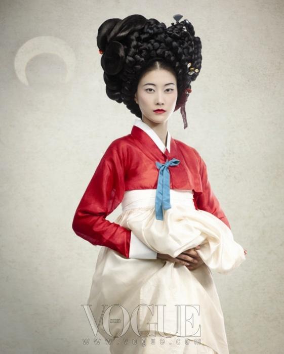 """15th Anniversary Issue"" | Model: Lee Hyun Yi, Photographer: Lee Gun Ho, Vogue Korea, August 2011"