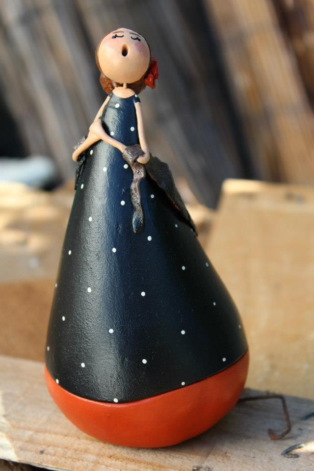 Fado singer in clay by Vanda Palma - Alentejo, Portugal