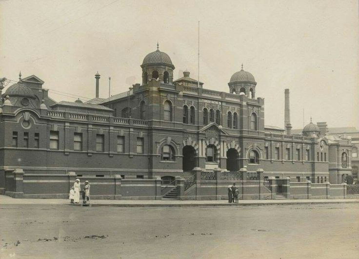 Melbourne City Baths at 420 Swanston St,Melbourne in Victoria in 1914.The triangular site between Swanston, Victoria and Franklin Streets was reserved for a public bath facility in 1850.Melbourne City Council opened the first City Baths on 9 January 1860.