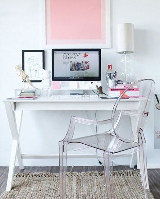 We are head over heels in love with this beautiful home office. Feminin in style, this Ghost Chair creates a sense of space.