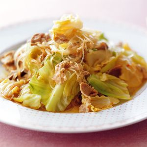 キャベツと豚肉、春雨のピリ辛炒め | レシピ | ダイエット、レシピ、運動のことならフィッテ | FYTTE