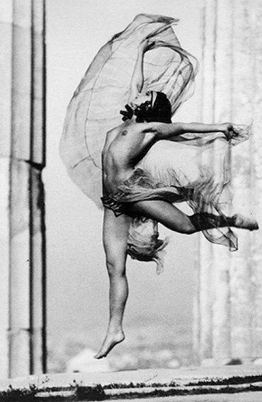 The dancer Nikolska in the Parthenon (1929), photographed by Elli Seraïdari (Nelly's)