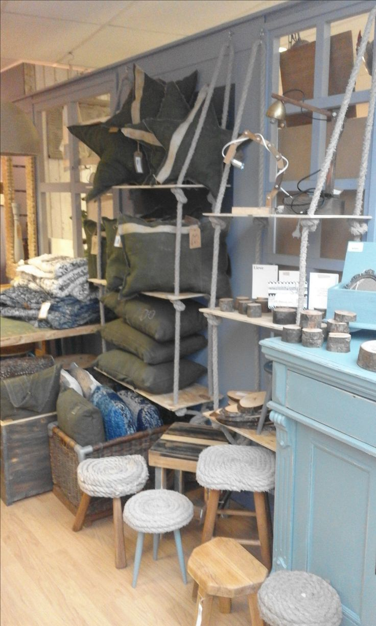 In onze winkel (Shop in shop villa varia) in Barneveld. Meubels, woonaccessoires en lampen in industriële, landelijke en maritieme stijl. Handgemaakt en altijd iets unieks! Ook voor maatwerk, meubels op maat, houtsnijden, houtbranden, wandschilderingen en meer.