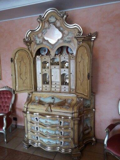 Un classico trumeau laccato da depentor alla moda veneziana