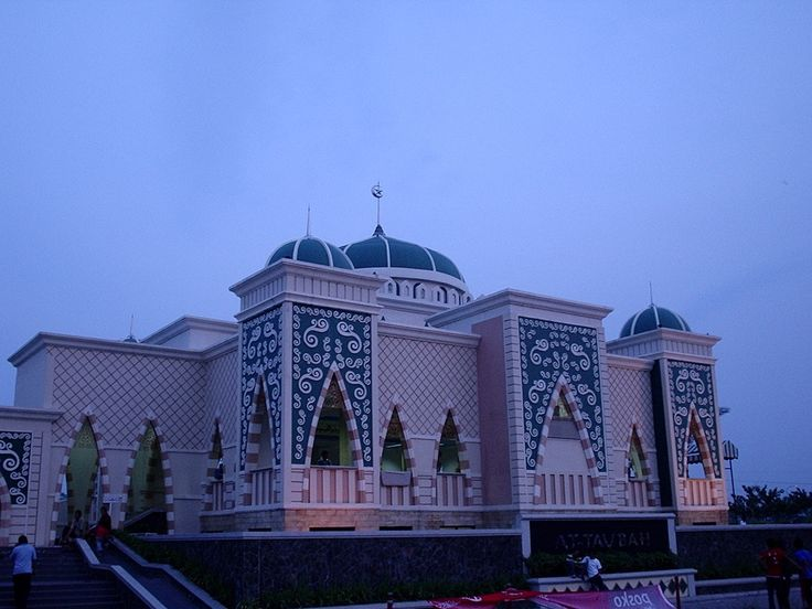 At Taubah Mosque in Jakarta – Indonesia famous world Islamic mosque HD picture & wallpapers