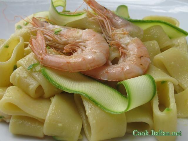 Calamarata pasta with shrimps and zucchini sauce