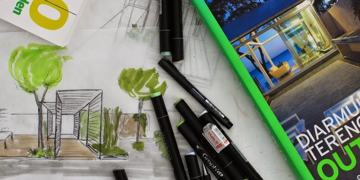 Få inspiration til brug af pergolaer og listehegn i haven. Kom med indenfor i Karinas lækre byhave.
