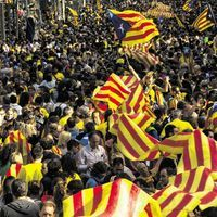Le séparatisme, reflet d'une Europe qui ne fait plus rêver - Le Monde. L'an prochain, les mouvements nationalistes de #Catalogne, d'Ecosse et de #Flandre veulent, en effet, se compter pour obtenir un Etat. Les #Ecossais sont les plus avancés : ils tiennent déjà la date de leur référendum - le 18 septembre 2014, ils voteront pour ou contre leur divorce d'avec #Londres. Les #Catalans bataillent encore : #Madrid leur conteste formellement le droit d'organiser un référendum d'autodétermination.