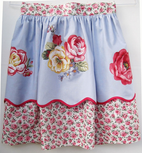 <3 the pretty rose apron