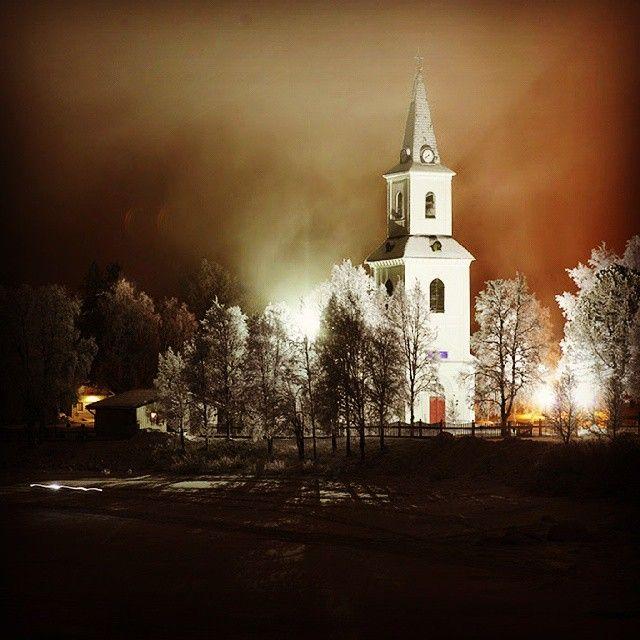 Week #8. The illuminated church in Suorssa/Sorsele. One of those nights. #suorssá #sorsele #swedishlapland