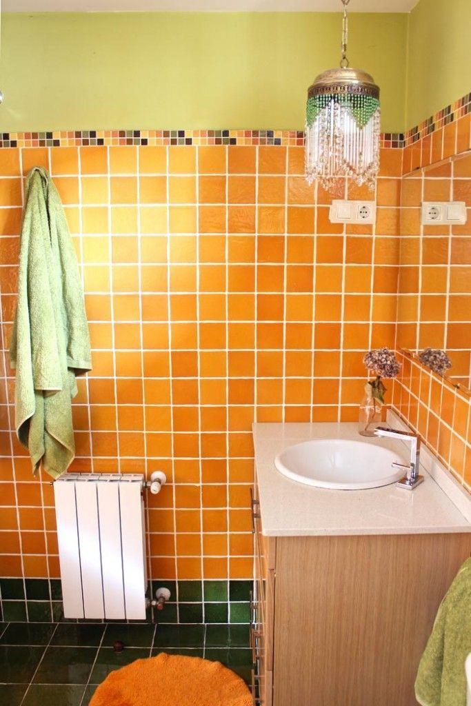 bano-naranja-y-verde-la-casa-de-vintage-and-chic-lampara-anos-20