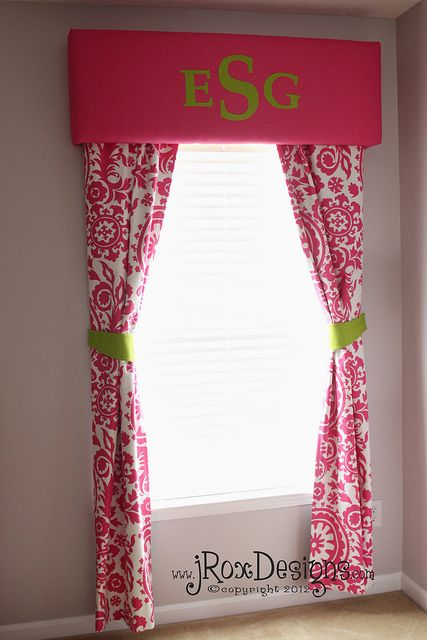 So cute! Future little girls room... The concept would work well in other spaces with other colors and a different design on the top.