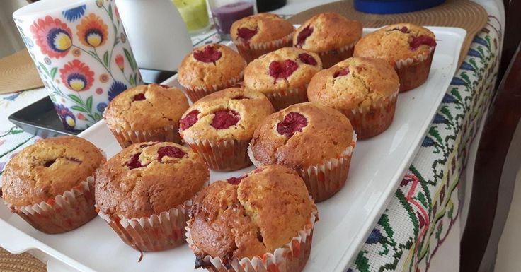 Mufiiny/babeczki z malinami (owocami) i białą czekoladą:)