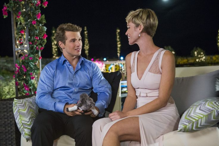 Adam (Freddie Stroma) and older, single mom Mary (Ashley Scott) have some one-on-one time.